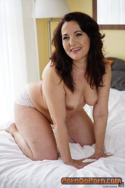 Red Mary, Rob starring in Older Is Better - LustyGrandmas, 21Sextreme, 21Sextury (SD 544p)